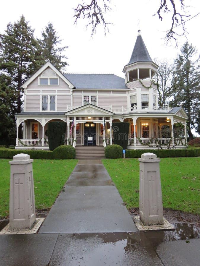 Πολύ παλαιό αμερικανικό σπίτι στοκ εικόνες με δικαίωμα ελεύθερης χρήσης