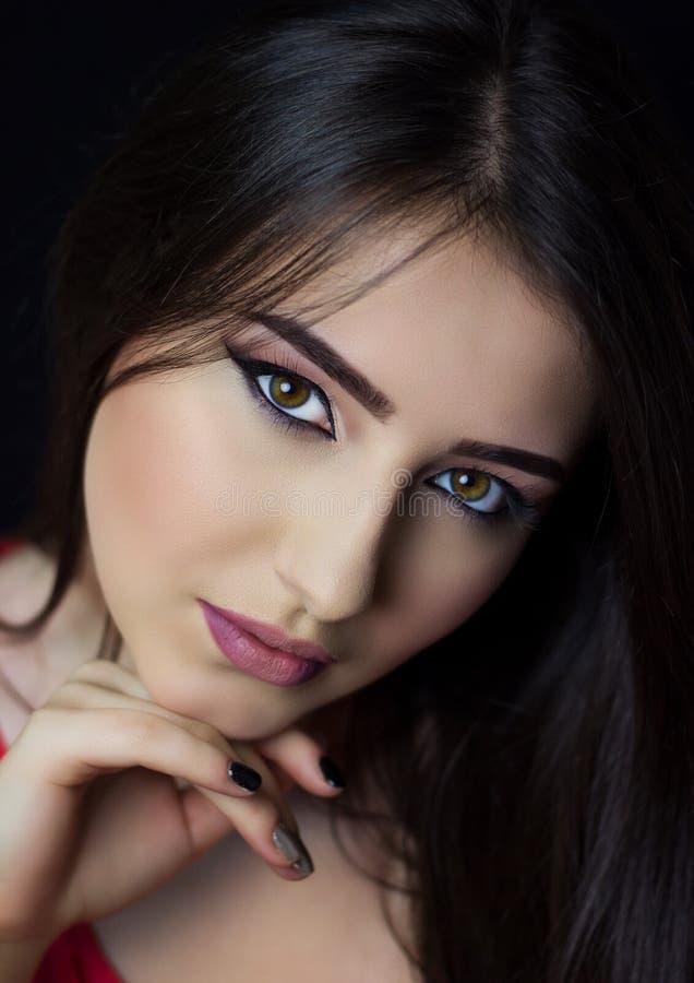 Πολύ όμορφο brunette στοκ φωτογραφία με δικαίωμα ελεύθερης χρήσης