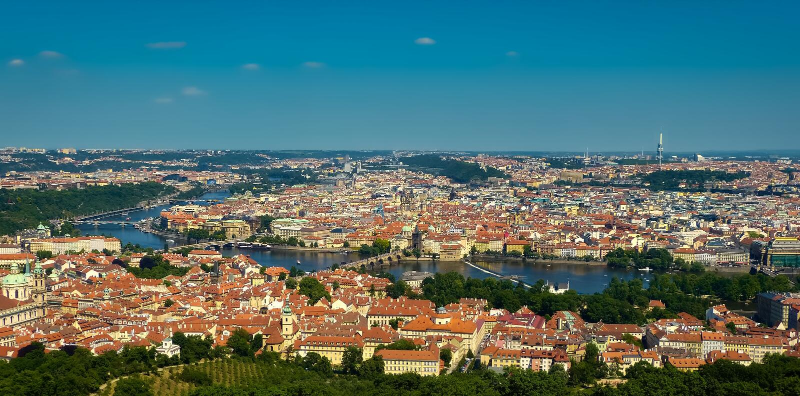 Πράγα και η ευρεία άποψη ποταμών Vltava στοκ φωτογραφία