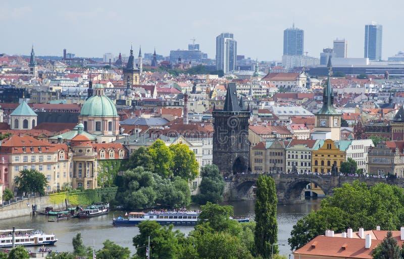 Πράγα και ο ποταμός της Μολδαβίας στοκ εικόνα