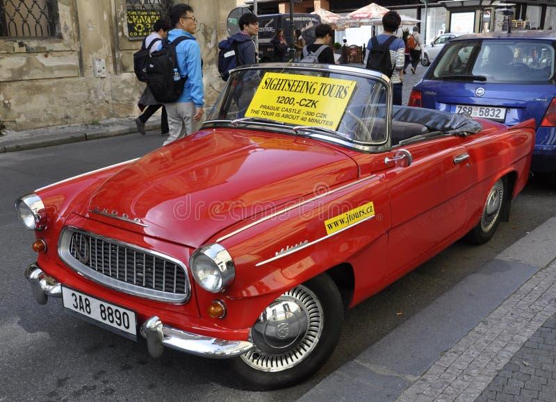 Πράγα, στις 29 Αυγούστου: Εκλεκτής ποιότητας αυτοκίνητο για τους γύρους επίσκεψης της Πράγας στη Δημοκρατία της Τσεχίας στοκ φωτογραφίες
