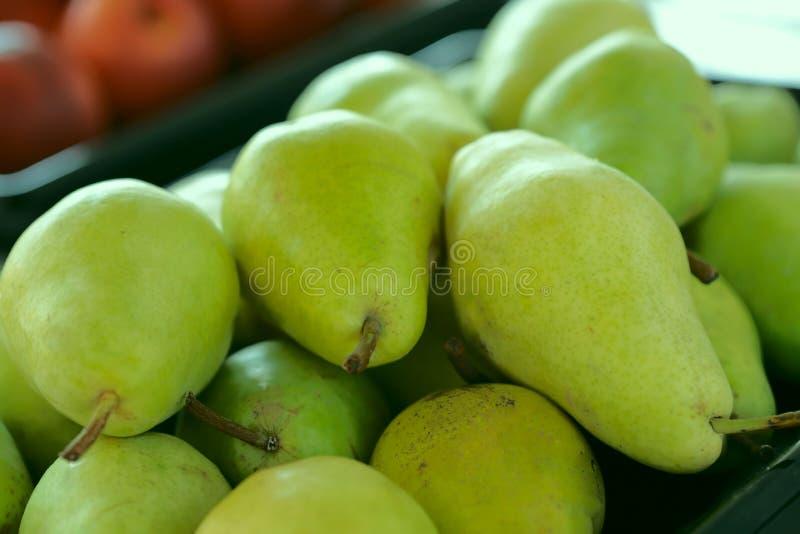 πράσινα αχλάδια Υπόβαθρο Καλλιεργημένος πυροβολισμός Η έννοια της κατάλληλης διατροφής στοκ εικόνες