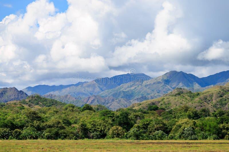 πράσινα βουνά τοπίων στοκ φωτογραφία