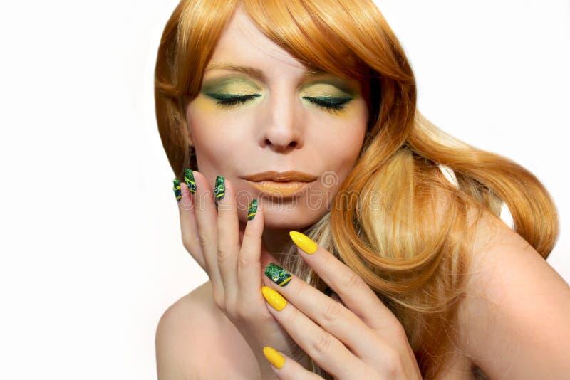 Πράσινα κίτρινα makeup και μανικιούρ στοκ εικόνα με δικαίωμα ελεύθερης χρήσης