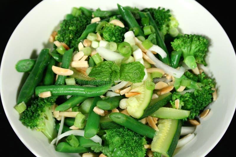 πράσινα λαχανικά 1 αμυγδάλ&ome στοκ εικόνες