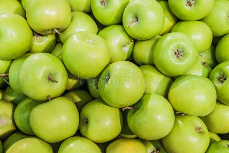 Πράσινα μήλα Γιαγιάδων Σμίθ Ακατέργαστο υπόβαθρο φρούτων στοκ φωτογραφία με δικαίωμα ελεύθερης χρήσης