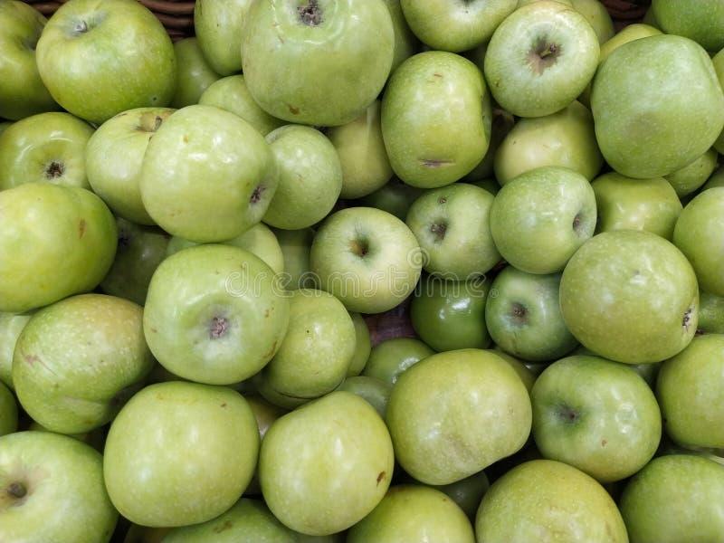 Πράσινα μήλα Γιαγιάδων Σμίθ Ακατέργαστο υπόβαθρο φρούτων r στοκ εικόνες