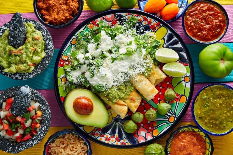 Πράσινα μεξικάνικα τρόφιμα enchiladas με το guacamole στοκ φωτογραφίες με δικαίωμα ελεύθερης χρήσης