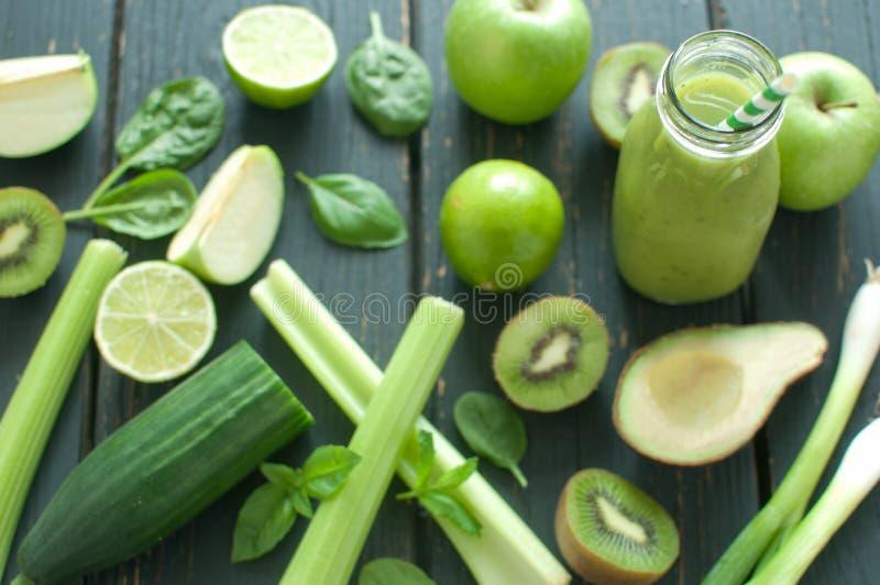 Πράσινα συστατικά καταφερτζήδων στοκ εικόνα