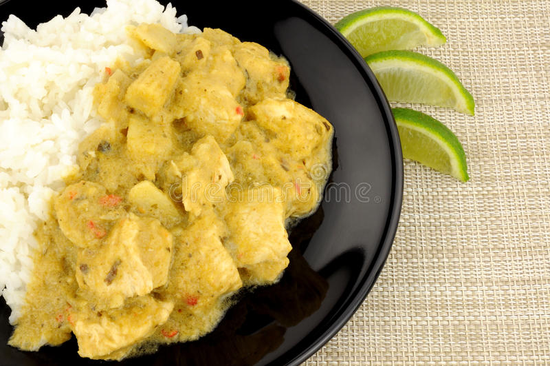 Πράσινα ταϊλανδικά κάρρυ και ρύζι κοτόπουλου στοκ εικόνες