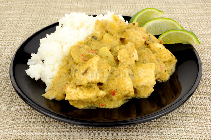 Πράσινα ταϊλανδικά κάρρυ και ρύζι κοτόπουλου στοκ εικόνα με δικαίωμα ελεύθερης χρήσης