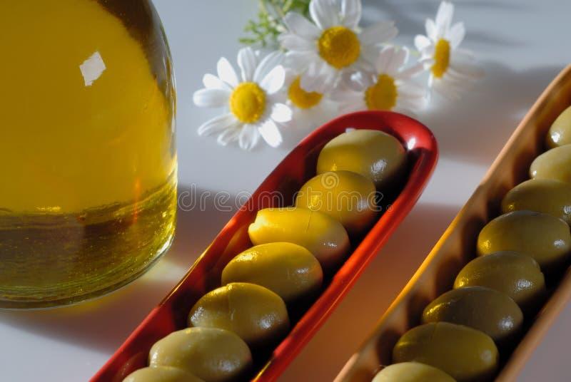 Download πράσινες ελιές στοκ εικόνα. εικόνα από απομονωμένος, πετρέλαιο - 13185623