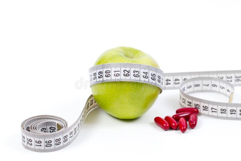 Πράσινες μήλο και βιταμίνες για την υγιεινή διατροφή στοκ φωτογραφία με δικαίωμα ελεύθερης χρήσης