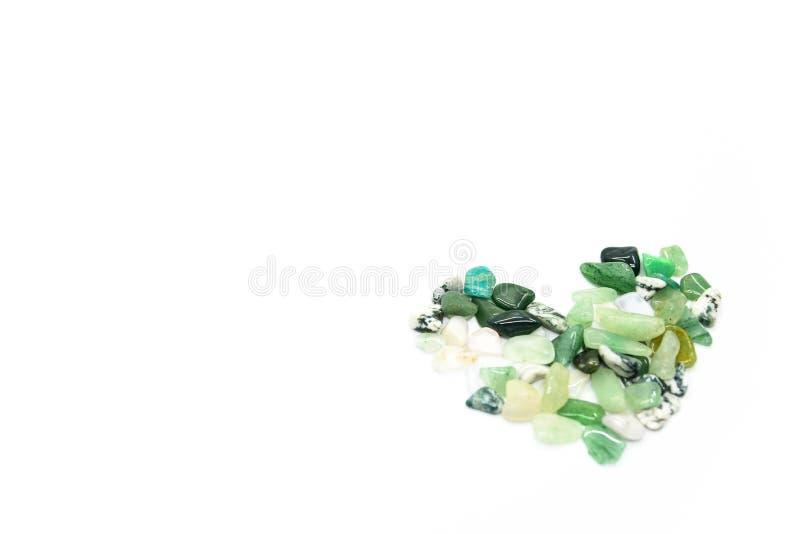 Πράσινες πέτρες στη μορφή καρδιών που απομονώνεται στοκ φωτογραφία