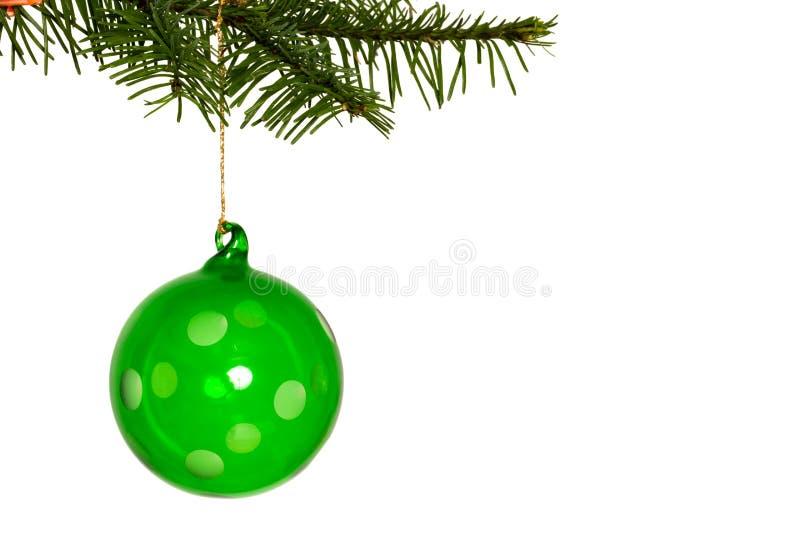 Πράσινη ένωση διακοσμήσεων Χριστουγέννων από τον κλάδο στοκ φωτογραφία