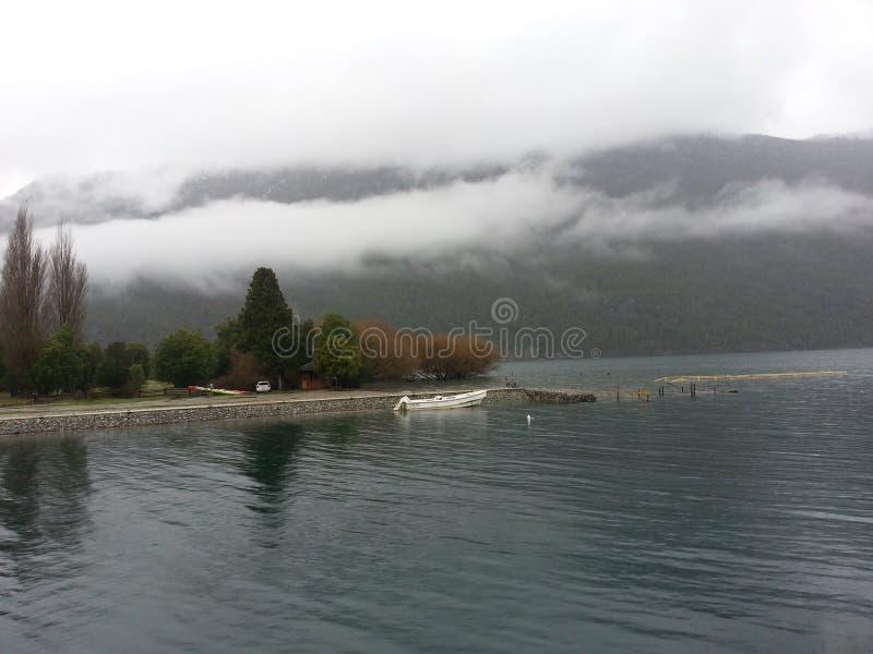 πράσινη λίμνη στοκ φωτογραφία με δικαίωμα ελεύθερης χρήσης