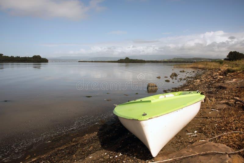 Πράσινη βάρκα στοκ εικόνες