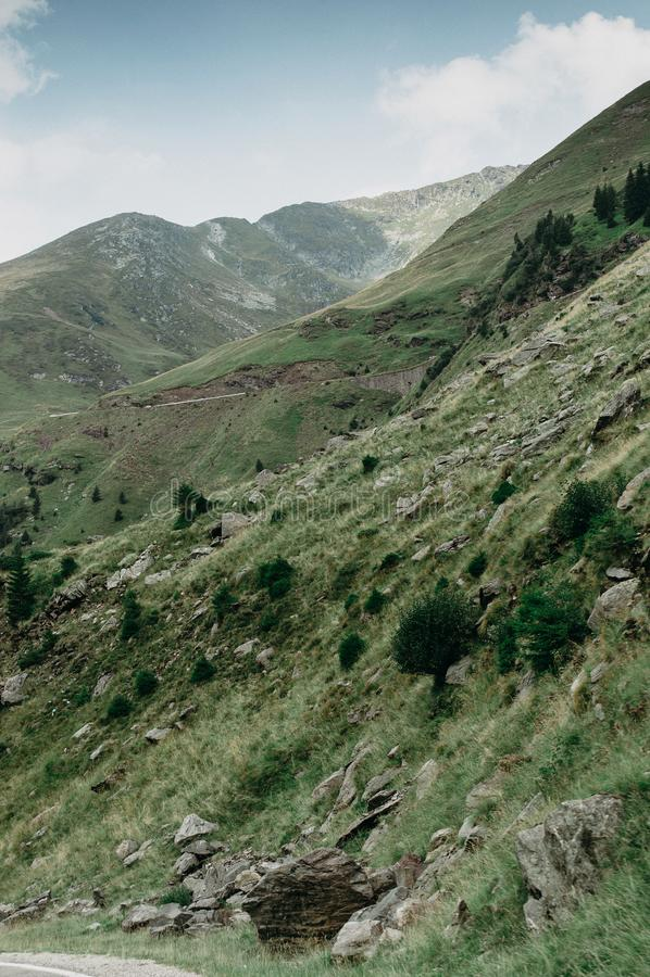 πράσινη βουνοπλαγιά στοκ φωτογραφία με δικαίωμα ελεύθερης χρήσης