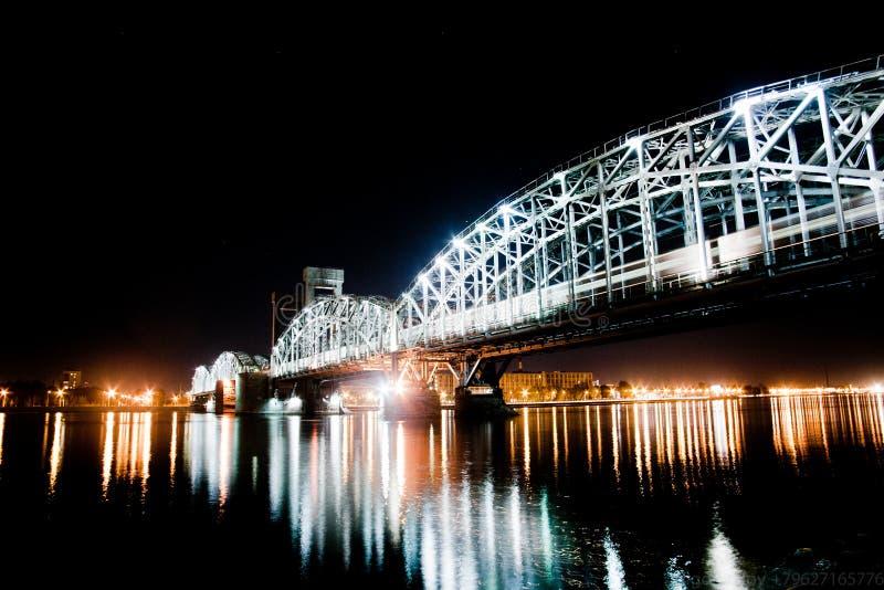 Πράσινη γέφυρα σιδηροδρόμων στοκ φωτογραφίες με δικαίωμα ελεύθερης χρήσης