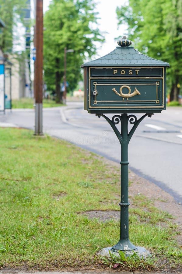 Πράσινη εκλεκτής ποιότητας ταχυδρομική θυρίδα στοκ φωτογραφίες με δικαίωμα ελεύθερης χρήσης