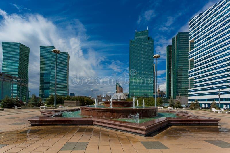 Πράσινη λεωφόρος νερού σε Astana στοκ εικόνες με δικαίωμα ελεύθερης χρήσης