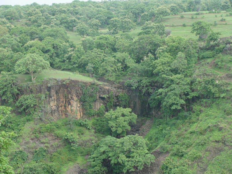 πράσινη κοιλάδα στοκ εικόνα με δικαίωμα ελεύθερης χρήσης