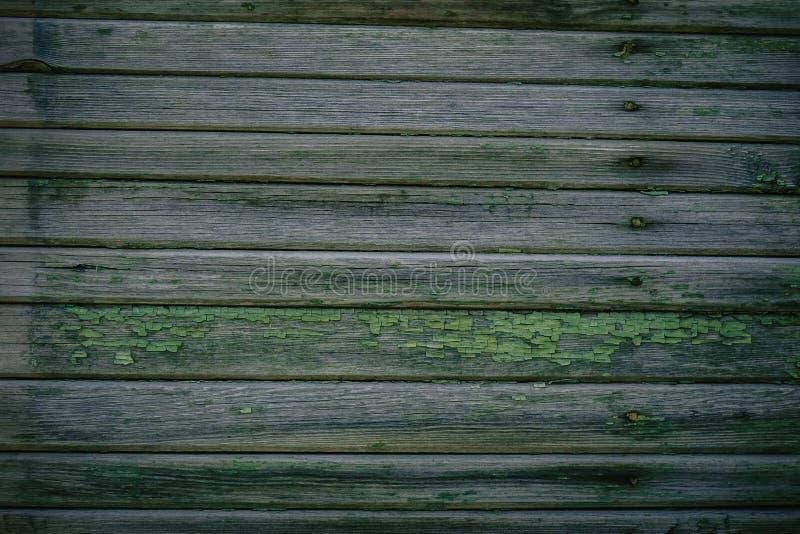 Πράσινη ξύλινη σύσταση ως παλαιό καταρρέοντας φράκτη υποβάθρου στοκ φωτογραφίες