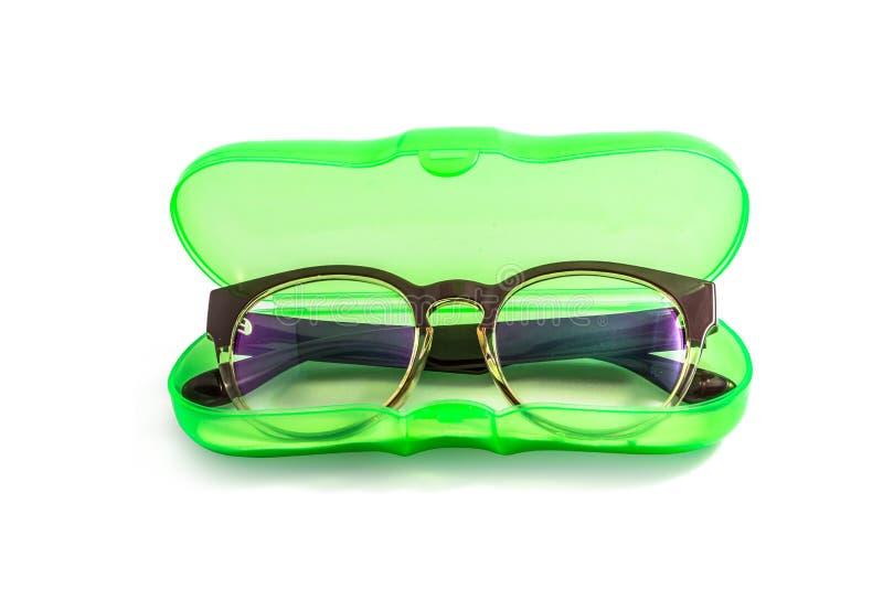 Πράσινη πλαστική eyeglasses περίπτωση που απομονώνεται στο λευκό στοκ φωτογραφίες