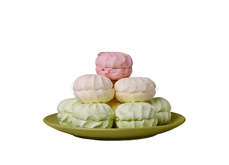 Πράσινη, ρόδινος, marshmallow η κρέμα δίπλωσε σε μια πυραμίδα στο gree στοκ φωτογραφία