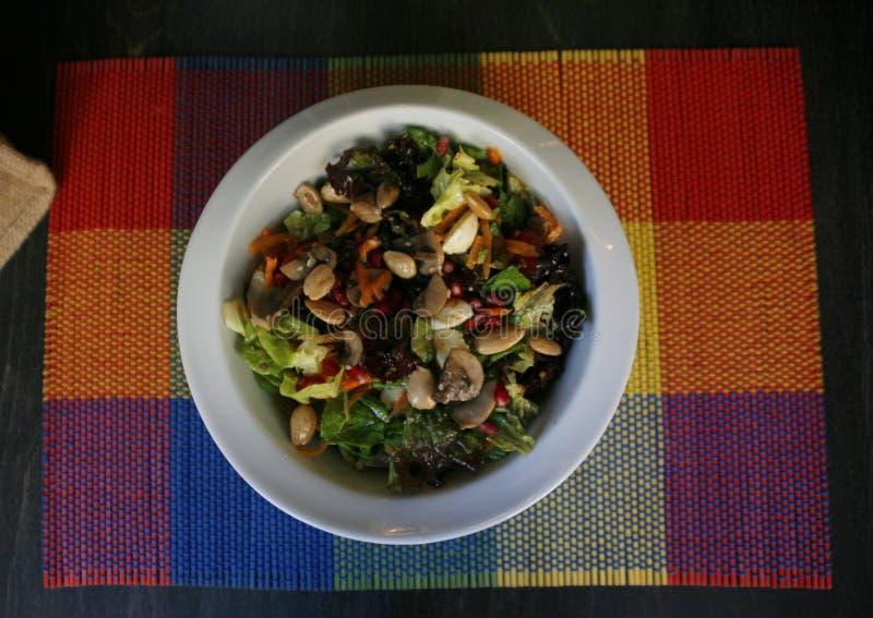 Πράσινη σαλάτα με τα όσπρια στοκ φωτογραφία με δικαίωμα ελεύθερης χρήσης