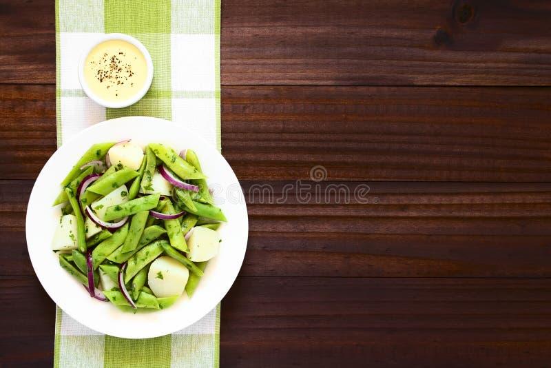 Πράσινη σαλάτα φασολιών και πατατών στοκ εικόνα