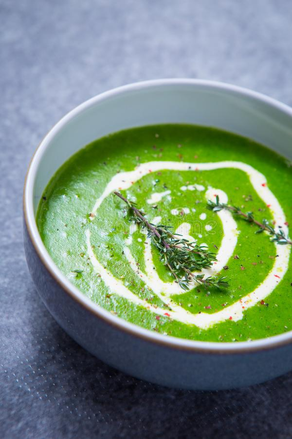 Πράσινη σούπα κάρδαμου στοκ φωτογραφία με δικαίωμα ελεύθερης χρήσης