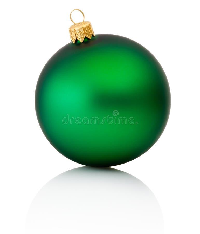 Πράσινη σφαίρα Χριστουγέννων που απομονώνεται στην άσπρη ανασκόπηση στοκ φωτογραφία με δικαίωμα ελεύθερης χρήσης