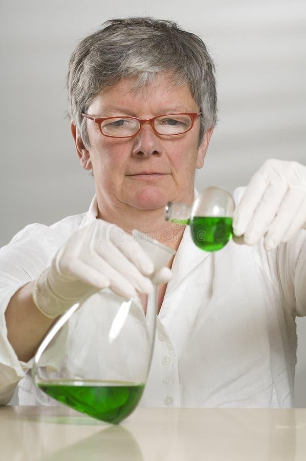 Download πράσινη υγρή εργασία επισ&tau Στοκ Εικόνες - εικόνα από επιστήμονας, πράσινος: 17054792