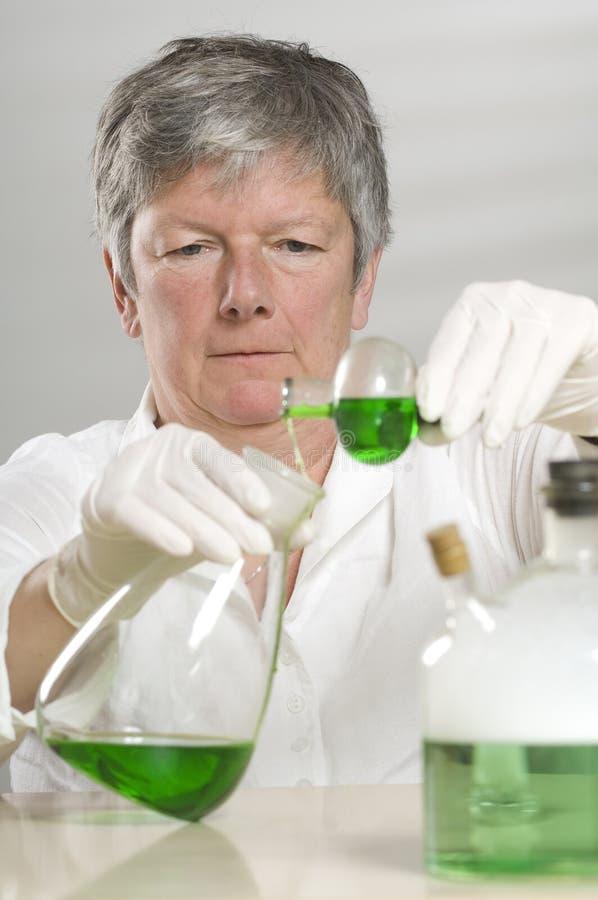 Download πράσινη υγρή εργασία επισ&tau Στοκ Εικόνα - εικόνα από χημικός, πείρα: 17054821