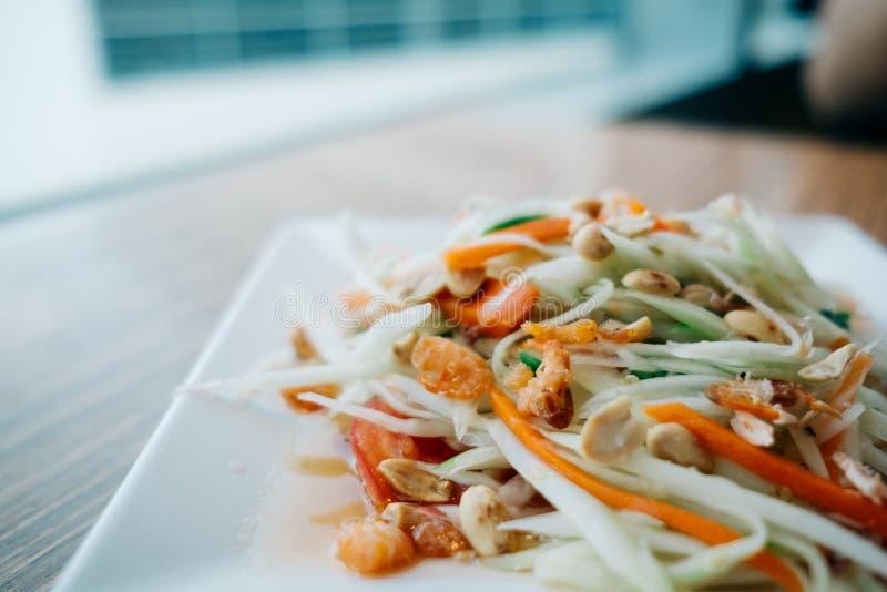 Πράσινη papaya σαλάτα Παραδοσιακά πικάντικα ταϊλανδικά τρόφιμα στοκ εικόνα με δικαίωμα ελεύθερης χρήσης
