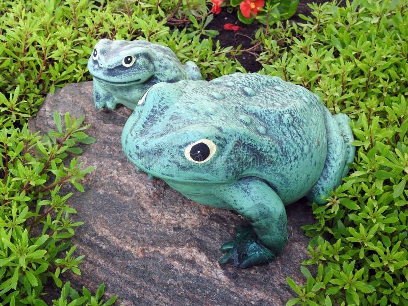 Πράσινοι βάτραχοι Tho που γίνονται από το ασβεστοκονίαμα, Λιθουανία στοκ εικόνες με δικαίωμα ελεύθερης χρήσης