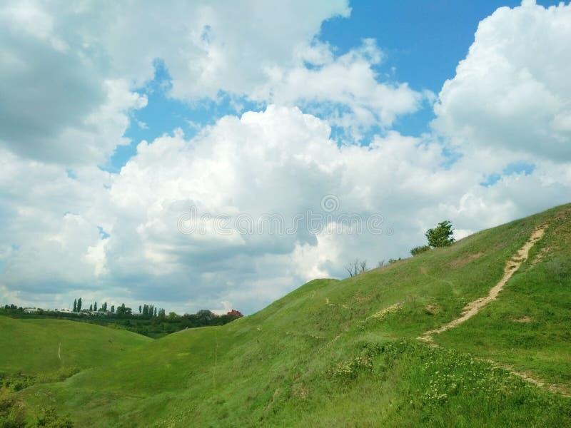 Πράσινοι λόφοι, kamenets-Podolsky, Ουκρανία στοκ εικόνες