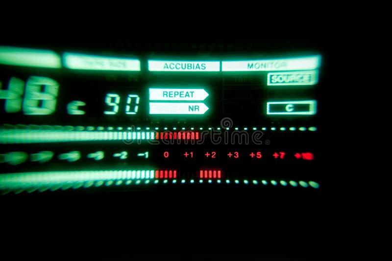 Πράσινος ακουστικός μετρητής επιπέδων του οργάνου καταγραφής ταινιών στοκ εικόνες με δικαίωμα ελεύθερης χρήσης