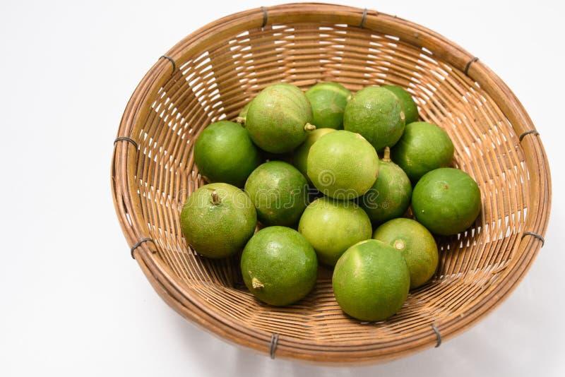 Πράσινος ασβέστης στο καλάθι στοκ φωτογραφία με δικαίωμα ελεύθερης χρήσης