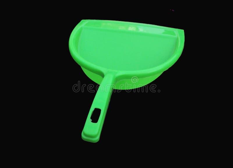 Πράσινος καθαριστής απορριμάτων που απομονώνεται στο μαύρο υπόβαθρο στοκ φωτογραφία με δικαίωμα ελεύθερης χρήσης