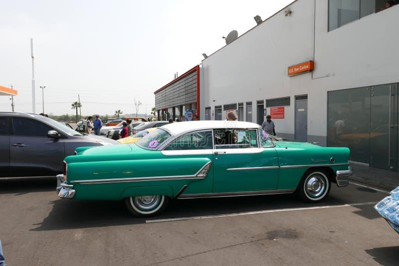 πράσινος και άσπρος υδράργυρος Montclair του 1955 coupe, Λίμα στοκ εικόνες με δικαίωμα ελεύθερης χρήσης