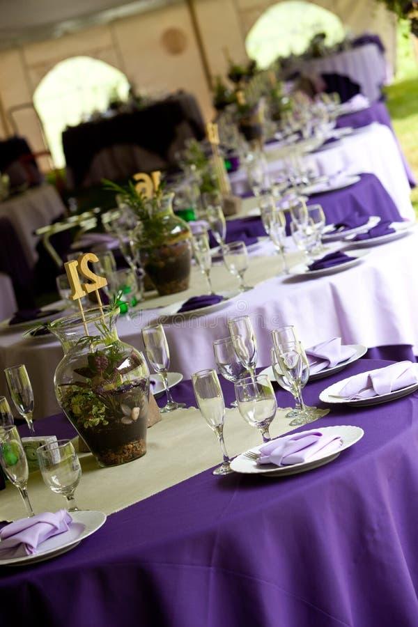πράσινος πορφυρός επιτραπέζιος γάμος στοκ εικόνα με δικαίωμα ελεύθερης χρήσης