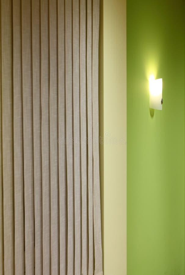 Download πράσινος τοίχος λαμπτήρων στοκ εικόνες. εικόνα από ταπετσαρία - 17053800