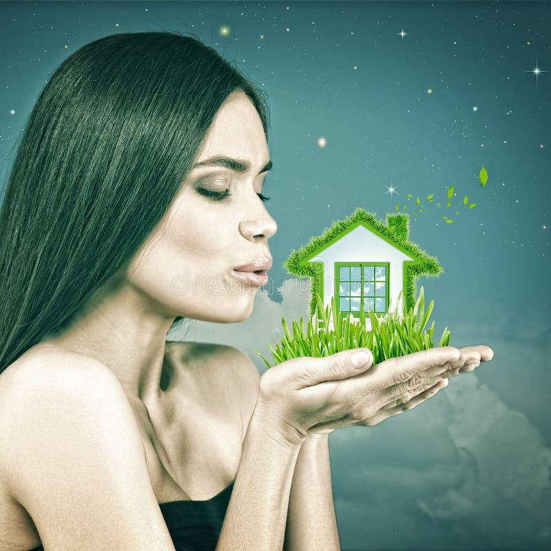 Πράσινος τρόπος ζωής σπιτιών και eco στοκ φωτογραφία με δικαίωμα ελεύθερης χρήσης