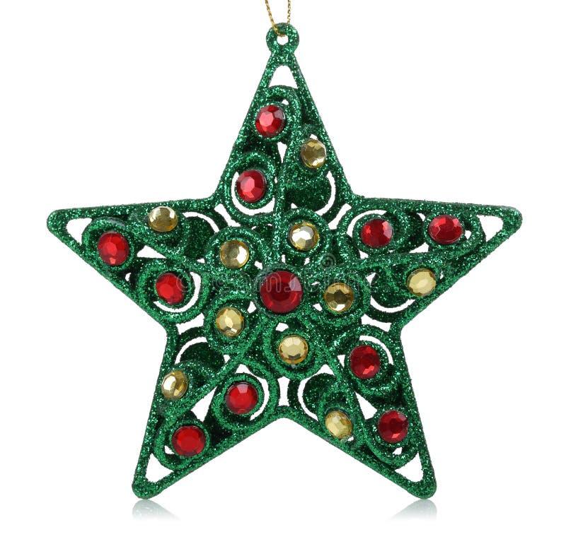 Πράσινο αστέρι με τους κόκκινους και κίτρινους πολύτιμους λίθους Οι διακοσμήσεις Χριστουγέννων απομονώνουν στοκ φωτογραφίες με δικαίωμα ελεύθερης χρήσης