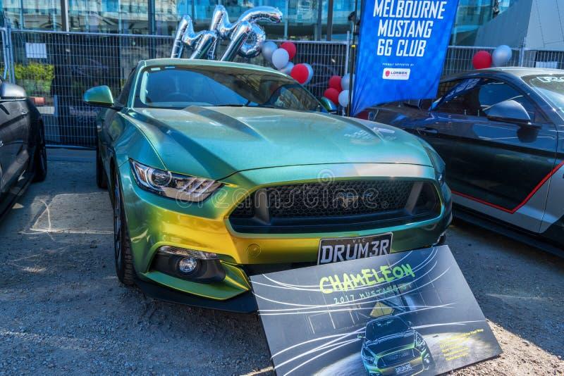Πράσινο αυτοκίνητο της GT μάστανγκ συνήθειας σε Motorclassica στοκ εικόνα