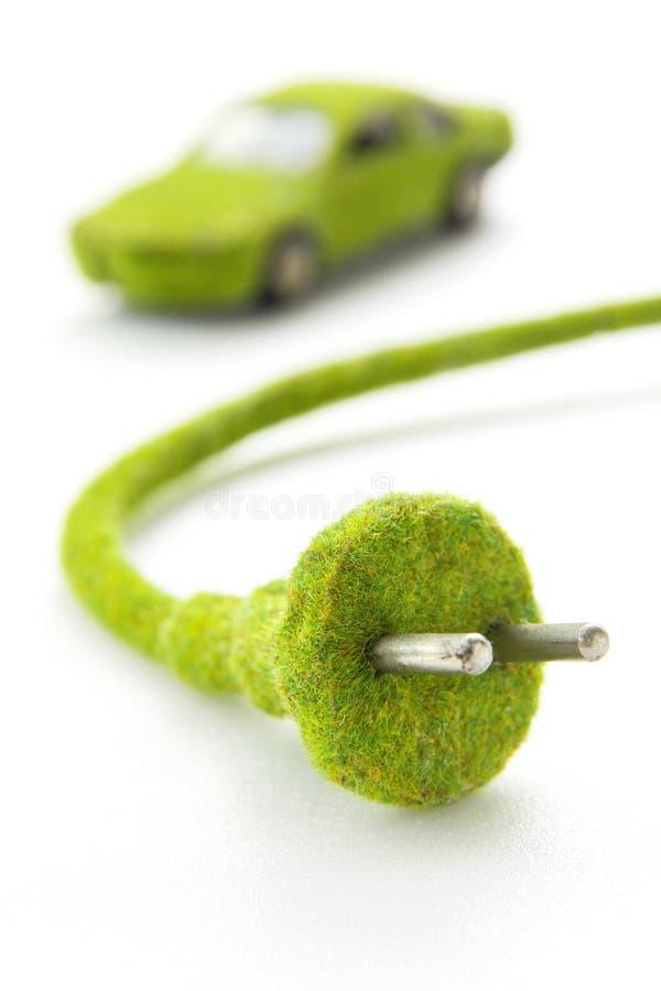 Πράσινο ηλεκτρικό βύσμα με το εικονίδιο αυτοκινήτων eco στοκ εικόνες με δικαίωμα ελεύθερης χρήσης