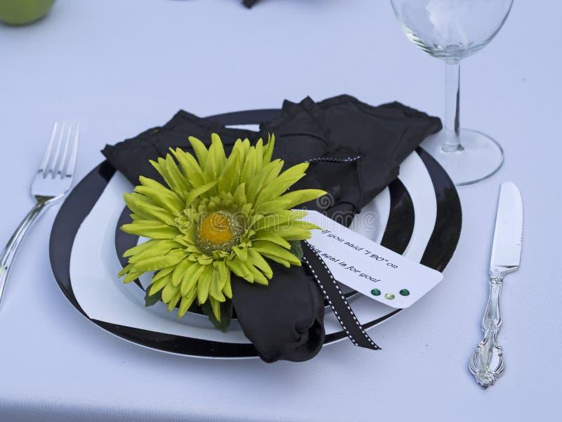 πράσινο θέτοντας επιτραπέζιο λευκό στοκ εικόνα με δικαίωμα ελεύθερης χρήσης