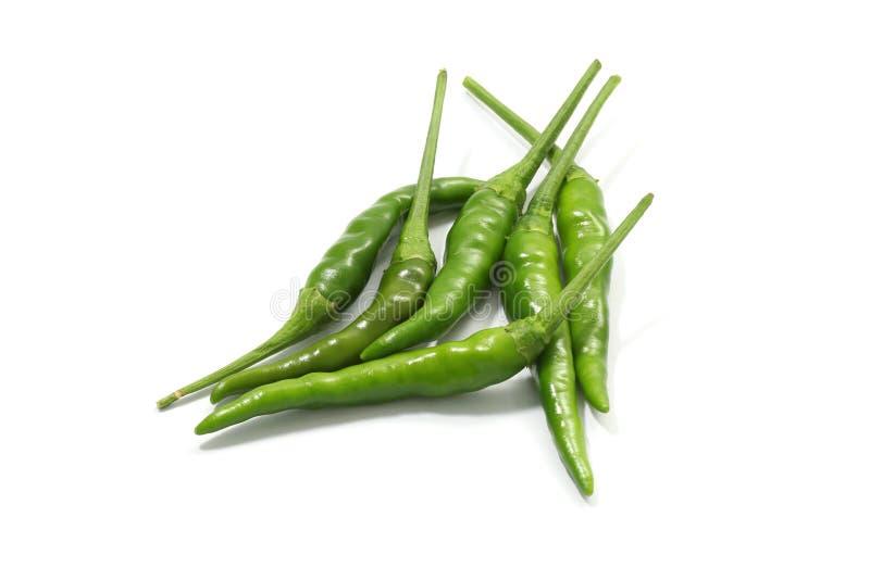 Πράσινο καυτό πιπέρι τσίλι που απομονώνεται σε ένα άσπρο υπόβαθρο στοκ εικόνα με δικαίωμα ελεύθερης χρήσης